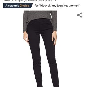 Levis Pull on Skinny jeans